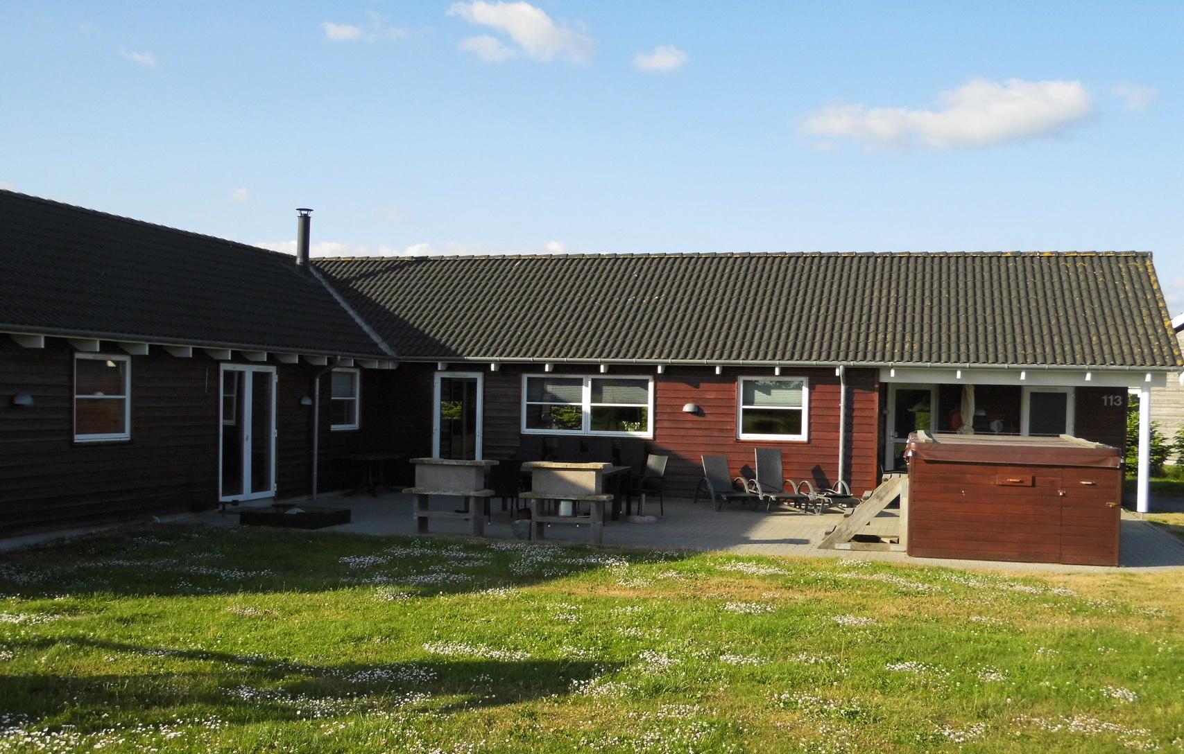 Udlejning Wellnesshus Marielyst, mørkerød hus