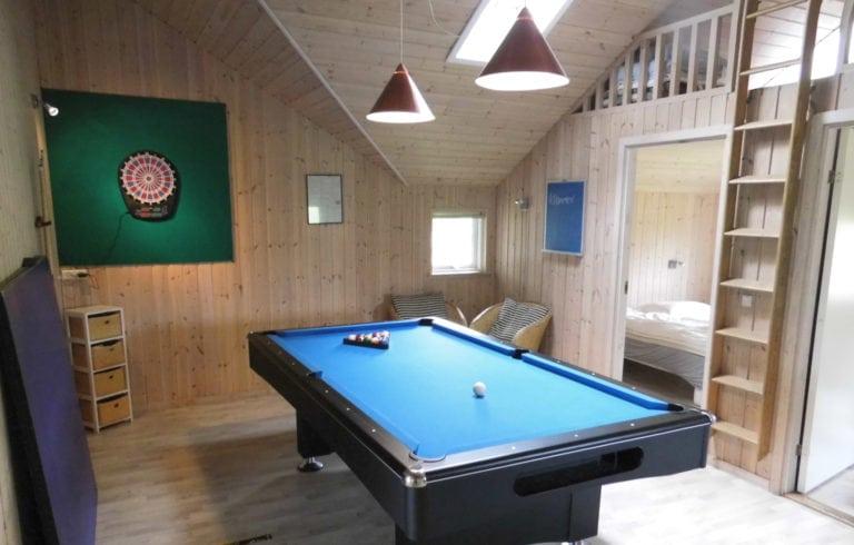 Poolhus og aktivitetshus Marielyst, blåt billard bord