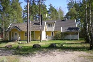 Poolhus Sverige, gult hus