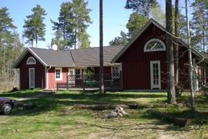 Stort sommerhus Sverige, rødt hus